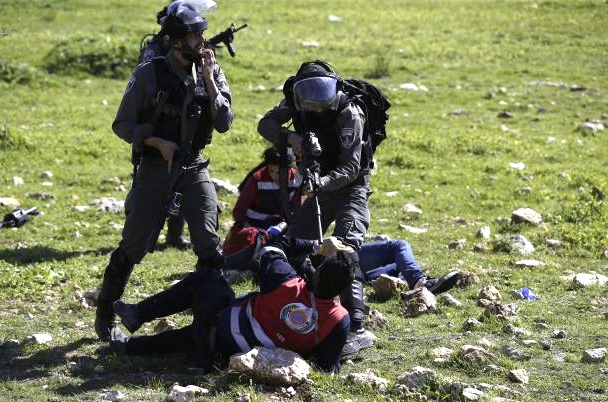 Attack on Paramedics by Israel border police 02