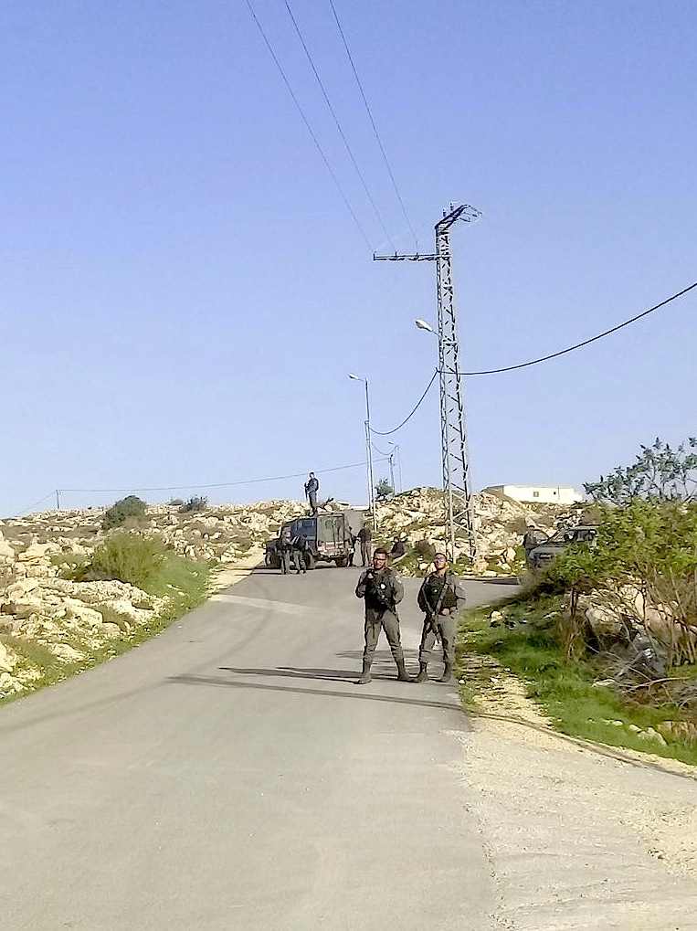 Grenzpolizisten schützen outpost building