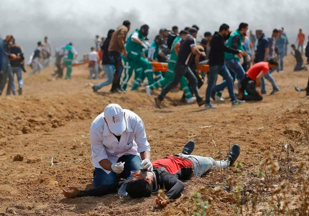 Demonstrant wird medizinisch am Boden versorgt WANN