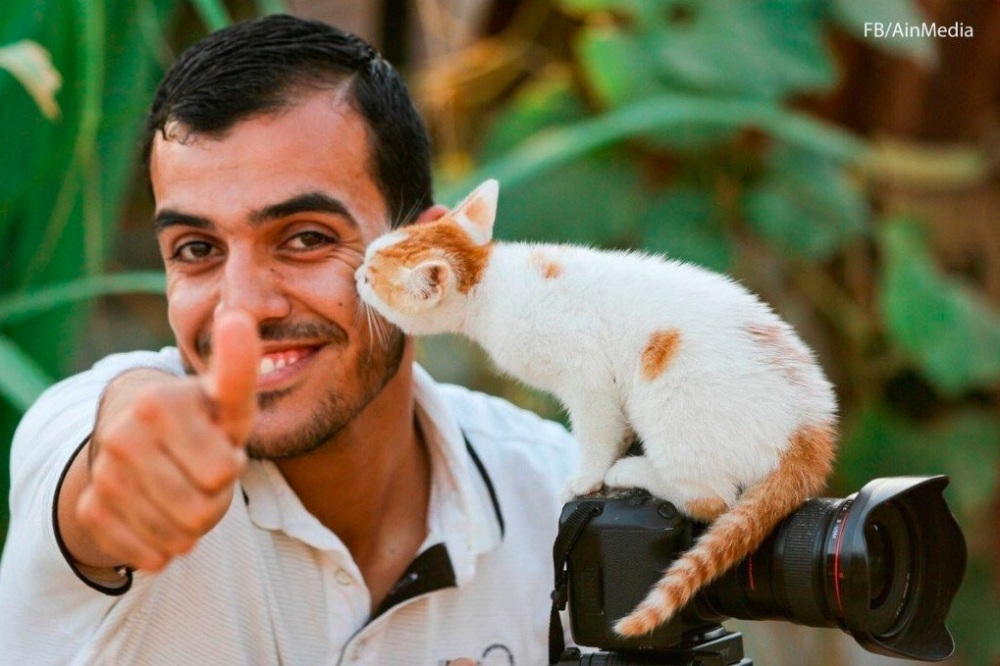 Yaser Murtaja with cat