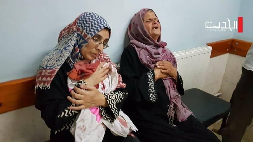 Razan Mutter im Hospital mit ihrer Kleidung