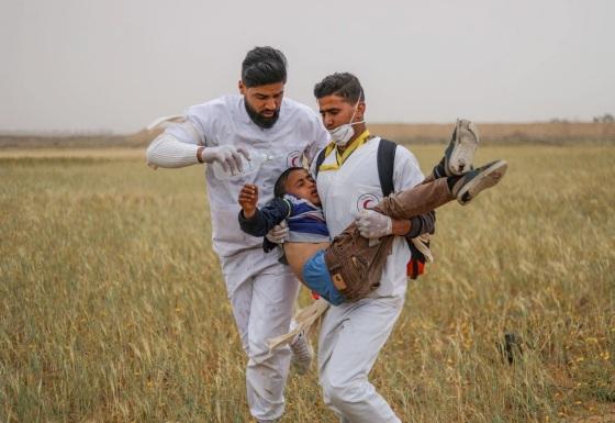 Verletzter kleiner Junge abtransportiert quds